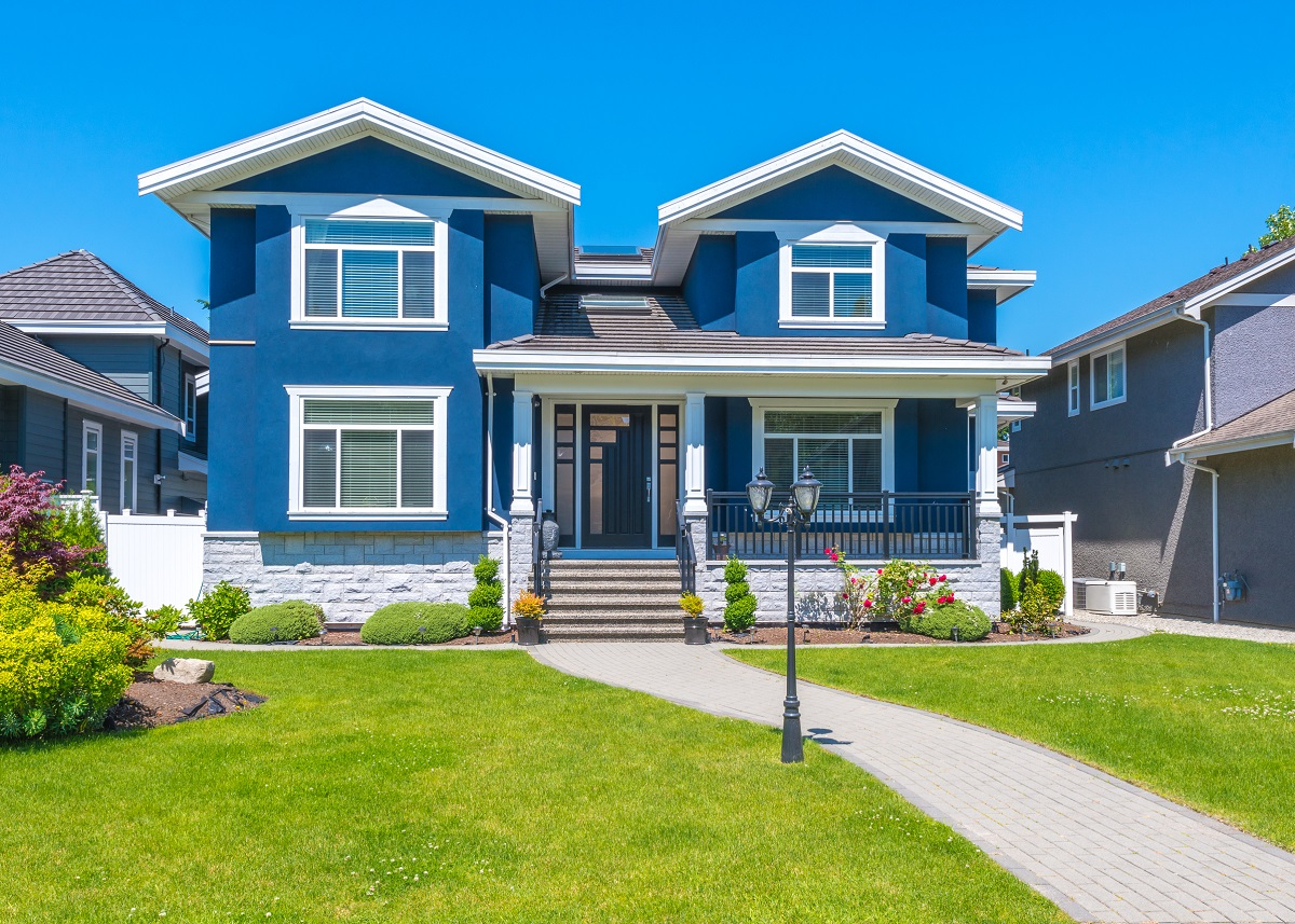 1-shutterstock_346448522- Big custom made luxury house with nicely trimmed and landscaped front yard in the suburb of Vancouver, Canada.