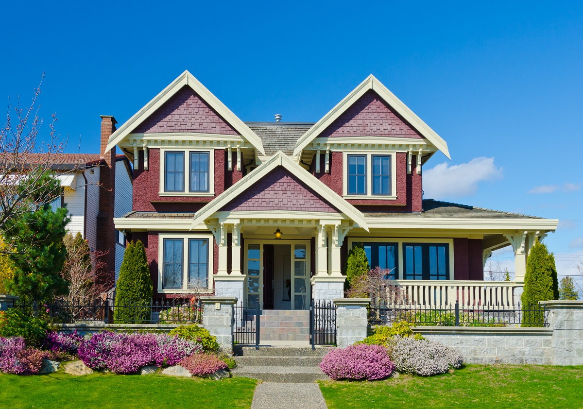 2-shutterstock_385104907- Big custom made luxury house with nicely trimmed and landscaped front yard in the suburbs of Vancouver, Canada.
