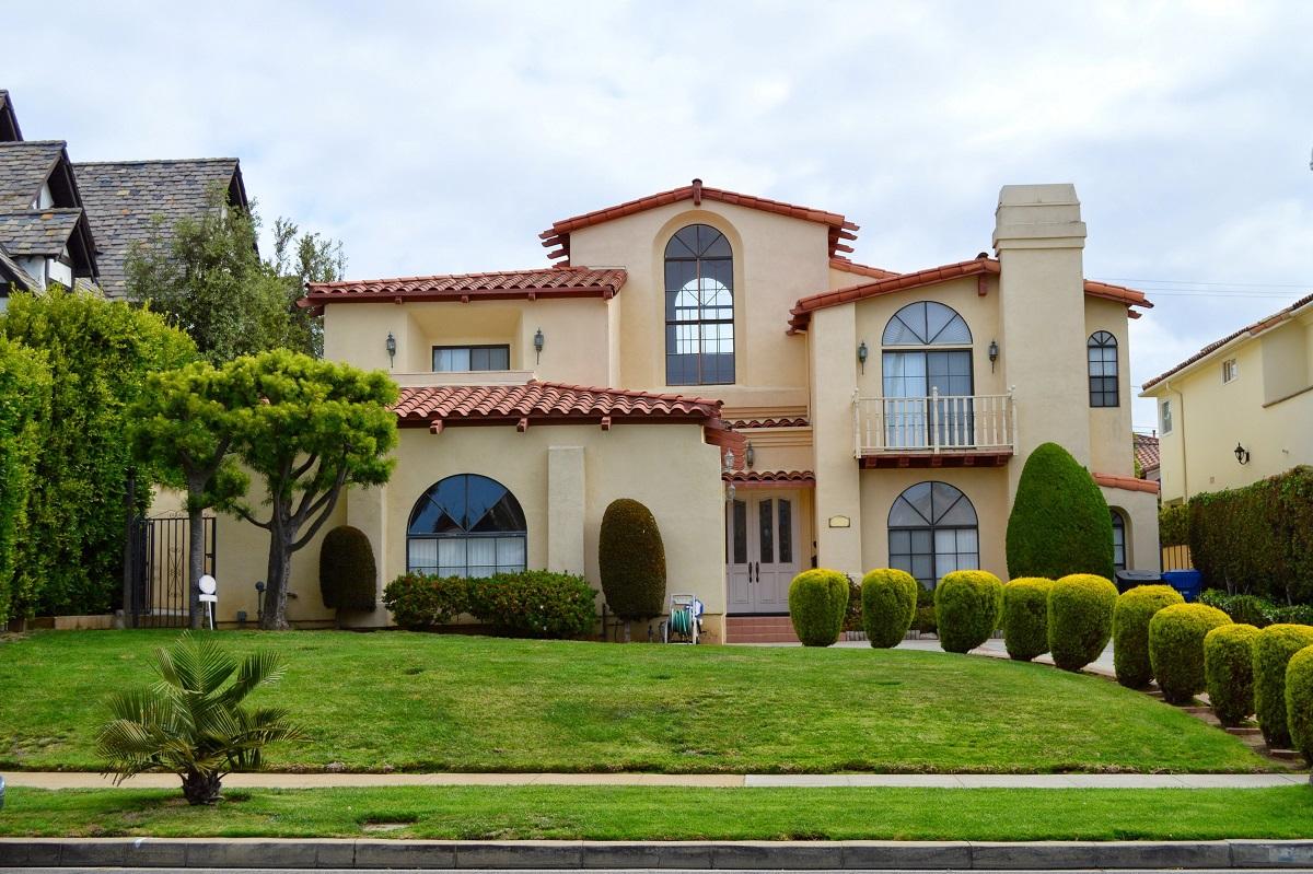 20-shutterstock_276066041- Beautiful home in the Santa Monica City, California.