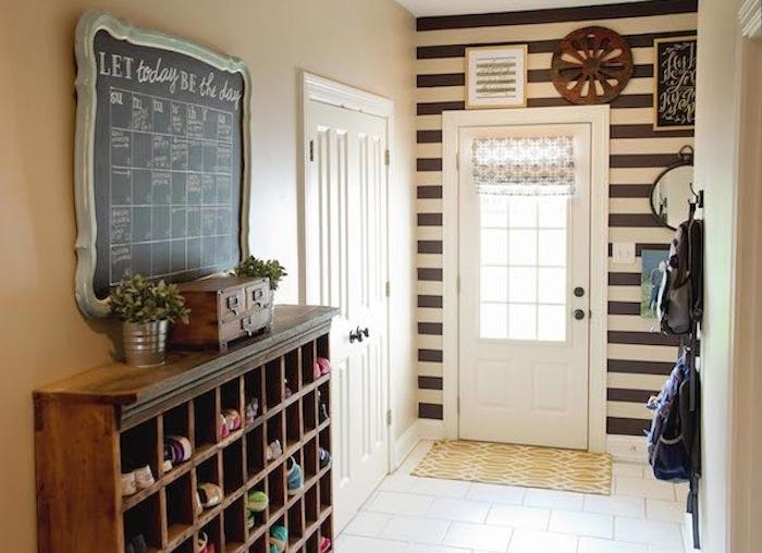 5.entryway_chalkboard_calendar