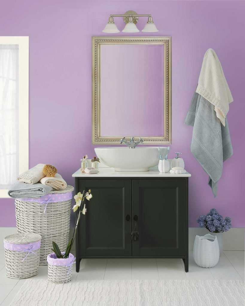 7 Ideas to Decorate with Lilac - Dress up a bathroom