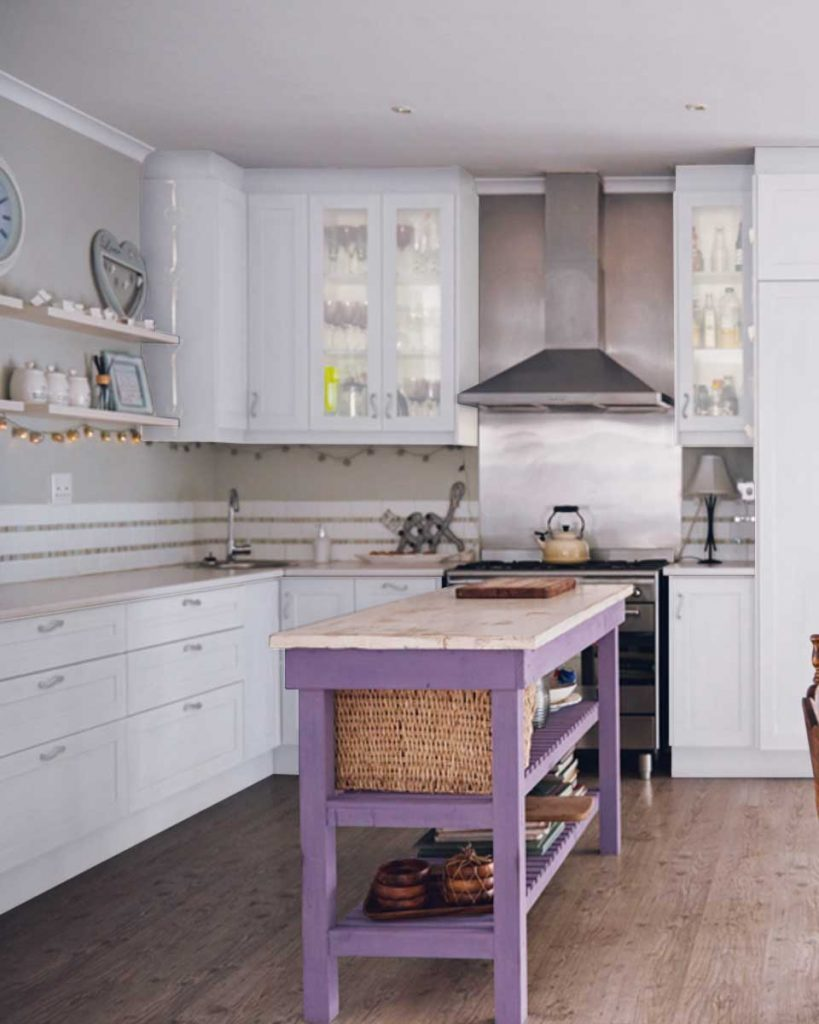 7 Ideas to Decorate with Lilac - Add glitz to your kitchen