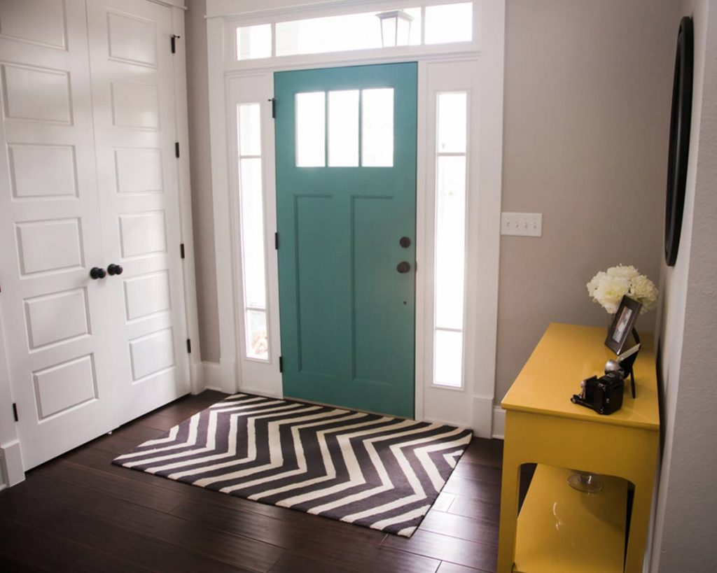 Decorate Your Entryway To Create A Lasting Impression - Add a rug