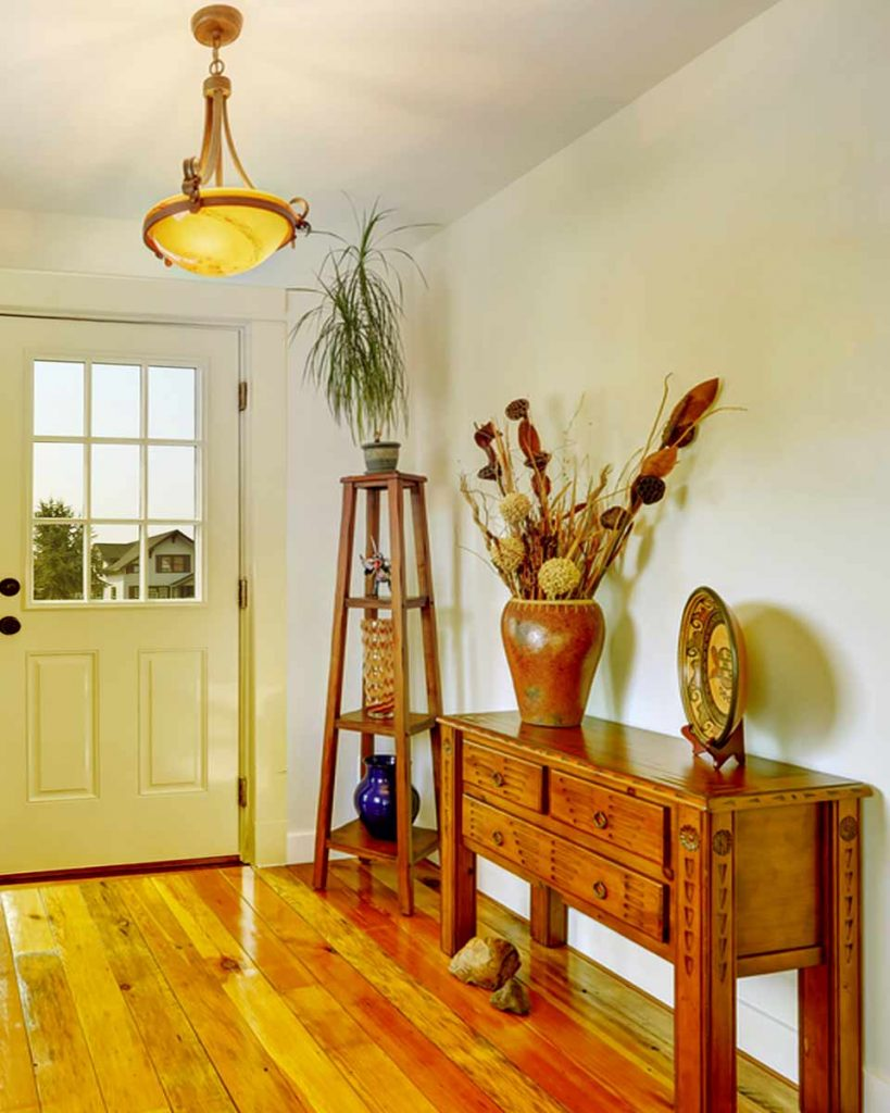 Decorate Your Entryway To Create A Lasting Impression - Add accent lighting
