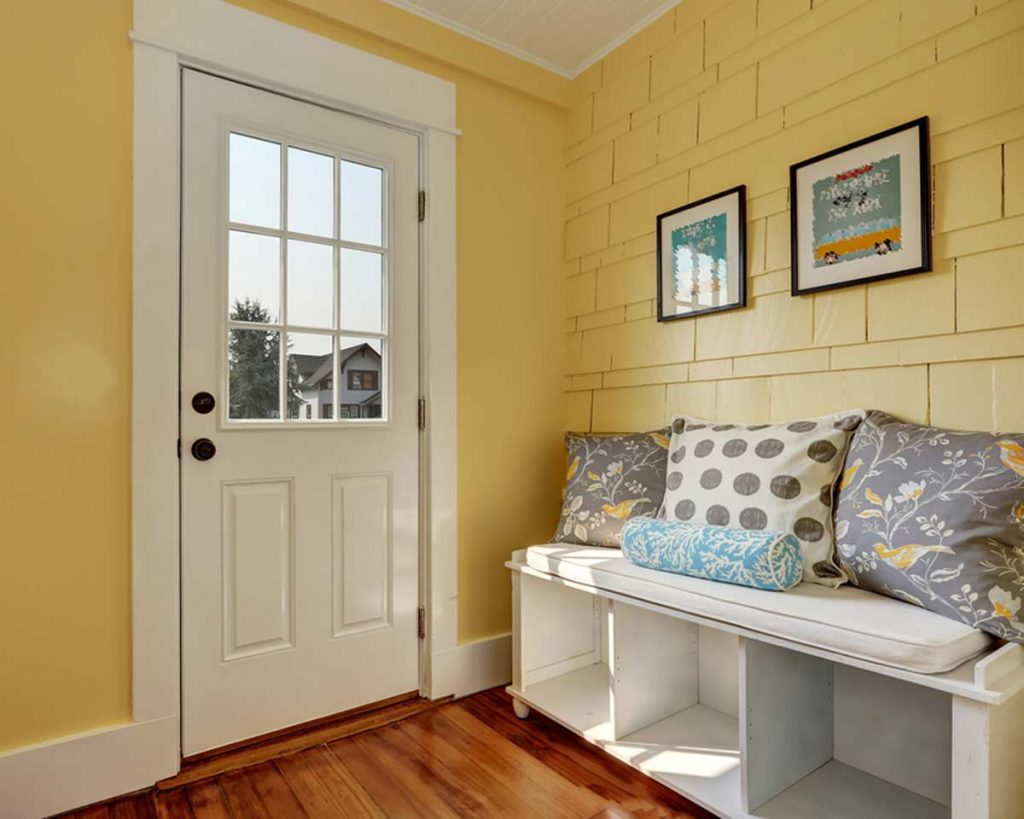 Decorate Your Entryway To Create A Lasting Impression - Add a seat